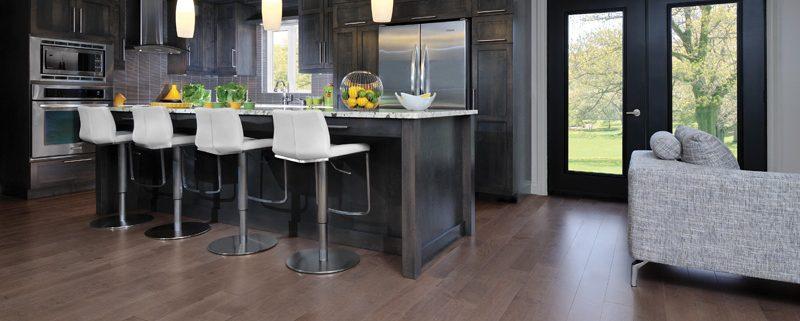 Dark panels in kitchen - Grey