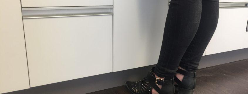 Toe Kicks